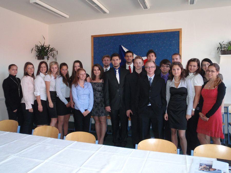 absolventi_2011-4R