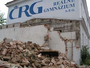 Teprve po odstranění suti mohla českobudějovická firma MANE začít se stavbou.