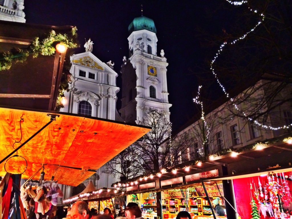 Pasovský Christkindlmarkt. Foto Volker Kannacher, https://www.flickr.com/photos/volker-kannacher/
