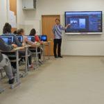 Výuka v učebně robotiky a informatiky